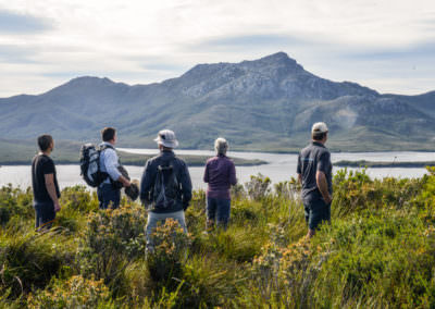 Guests-admire-Mt-Rugby-from-Balmoral-Hill